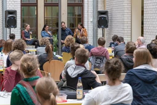 """""""Die Kunst des Scheiterns"""" Ein Resümee der Podiumsdiskussion, initiiert von mentoringArts und dem Studierendenrat"""